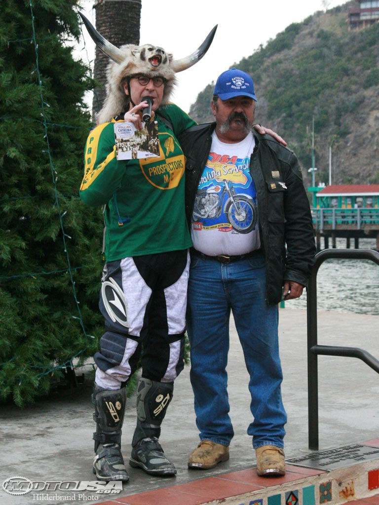 2010 Red Bull Catalina GP promoter Vinnie Mandzak (left) and multi-time winner Bob Sandgren. (Photo: Moto USA)