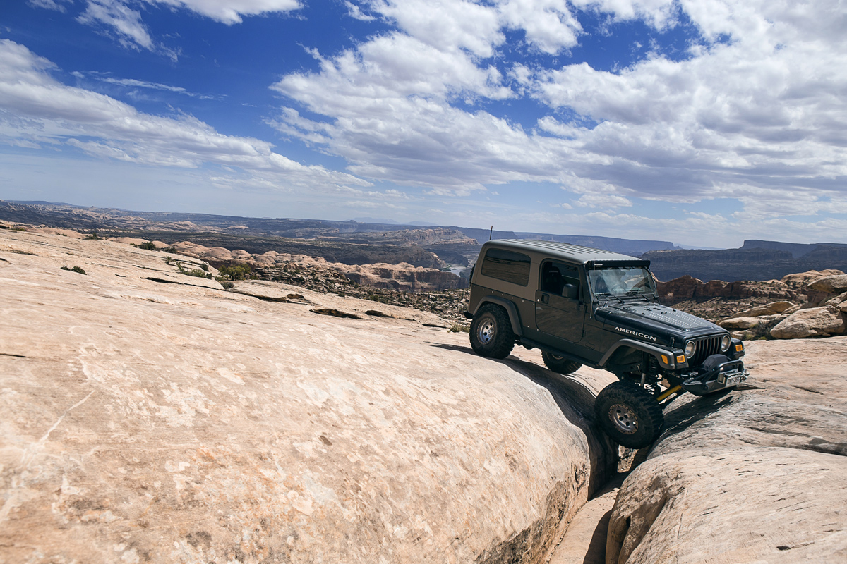Traversing the Golden Crack is a bit more of a challenge in a jeep.