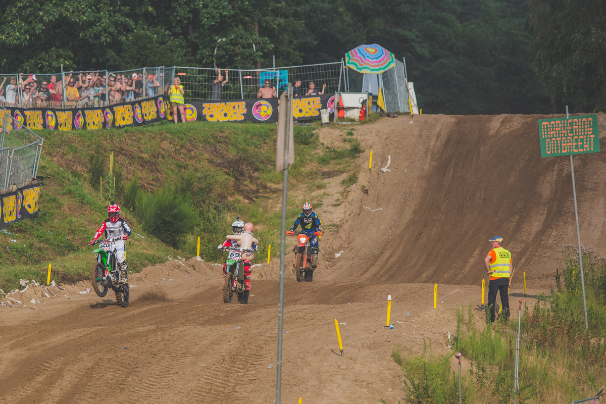 After twisting his knee on the first day of racing, Durham elected to only ride the parade lap with Bereman and Yumi on day two.