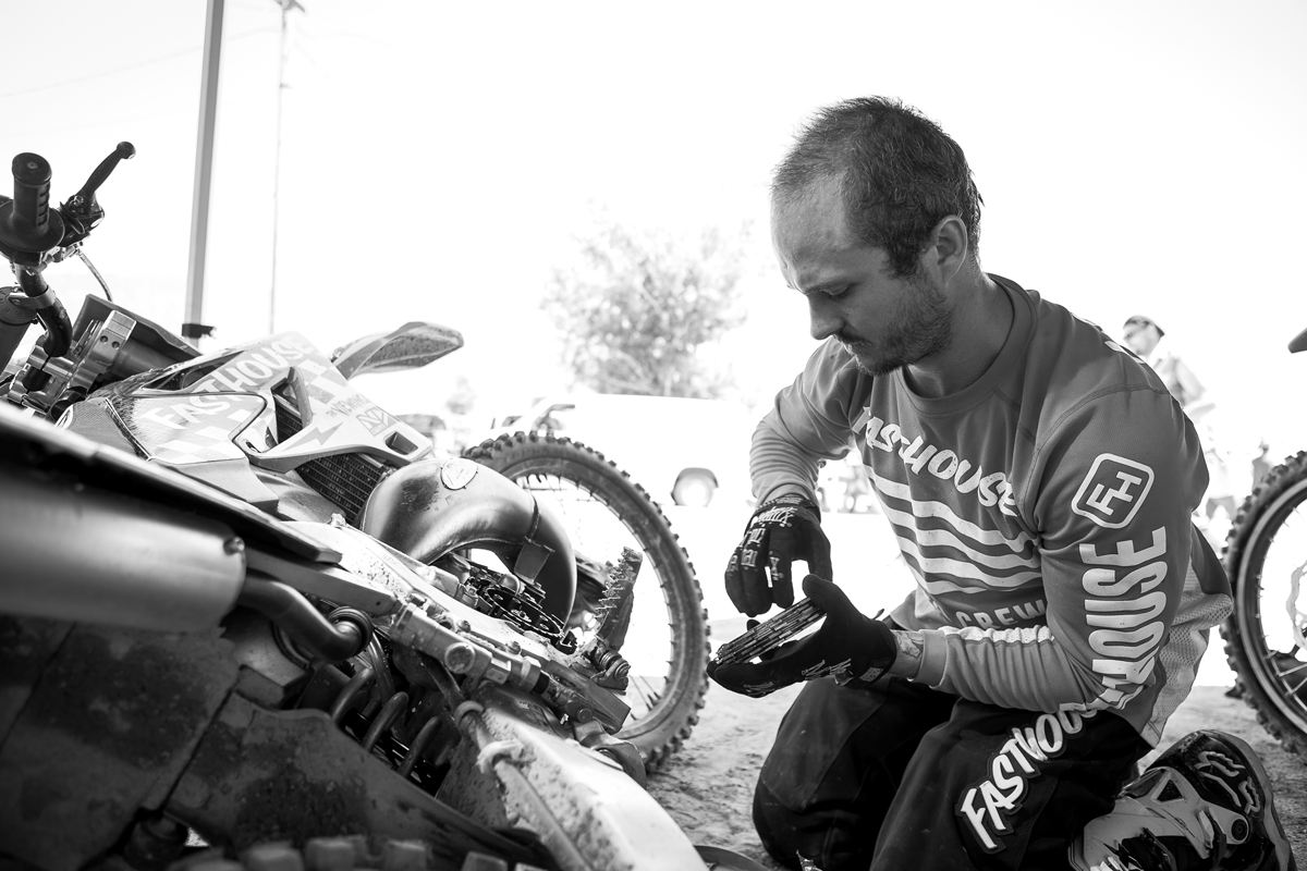 You know it's a two-stroke race when guys are changing clutches between motos. Wacker demonstrates.